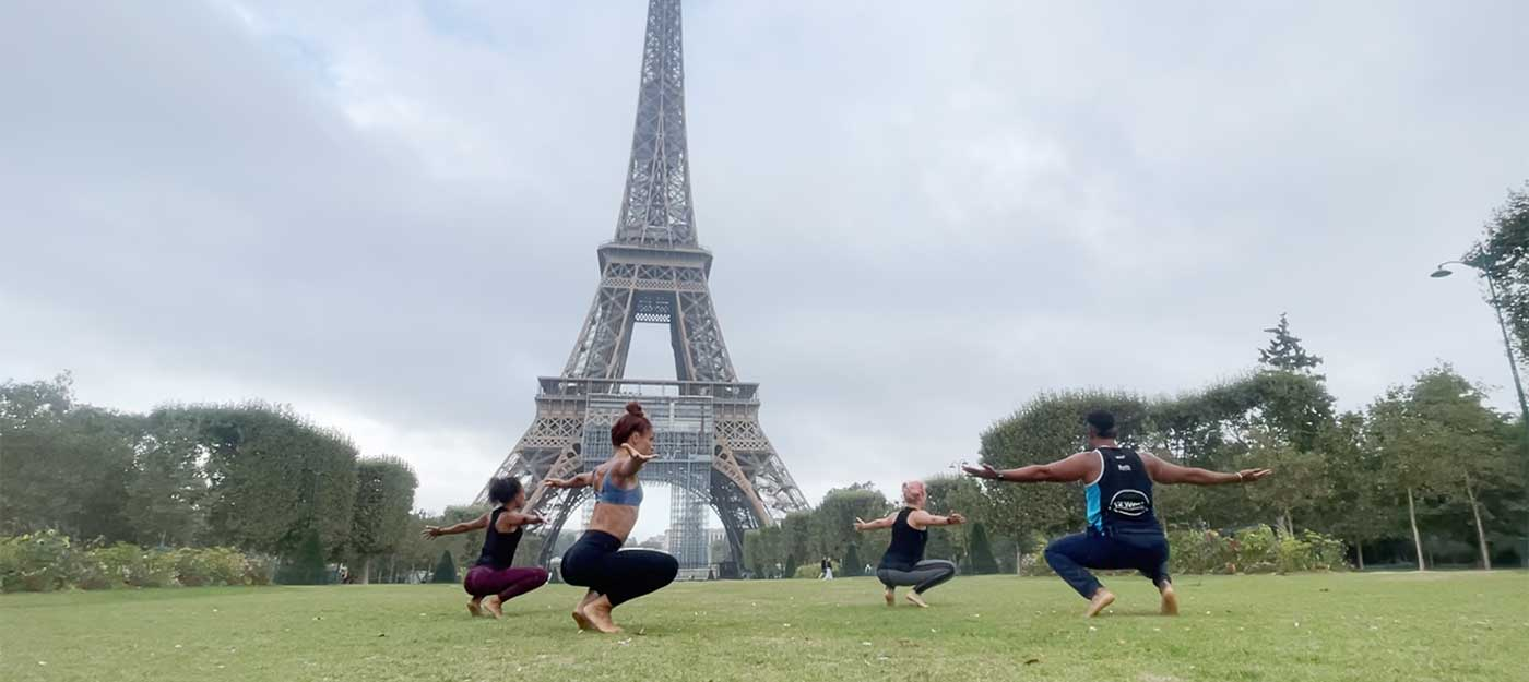 Flowists at Eiffel Tower