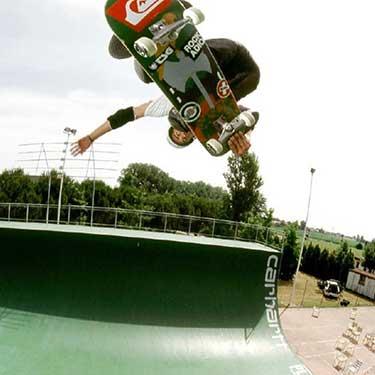 Sascha skateboarding